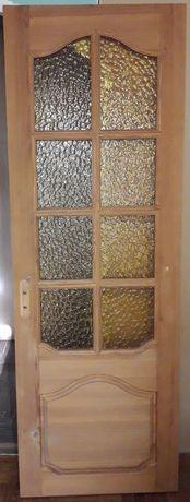 Срочно дверь из натурального дерева из сосны со стеклами б/у