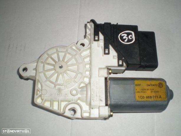 Motor elevador vidro 1C0959811A VW / BORA / 2004 / TE /