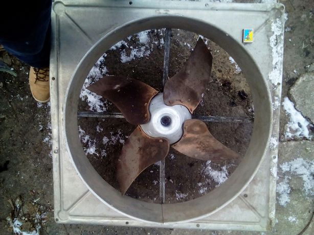 Вентилятор большой. Вытяжка