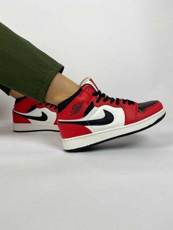 Женские кроссовки Nike Air Jordan 1 retro красные с черным/белым
