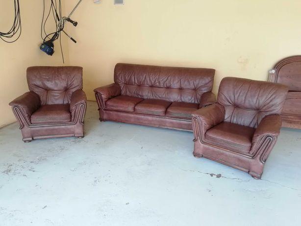 Sofá de três  lugares + dois sofás individuais em pele