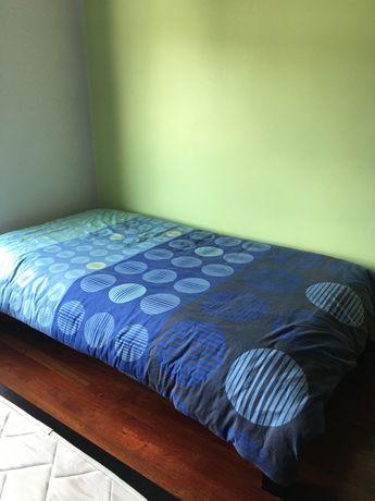 Duas camas de solteiro completas