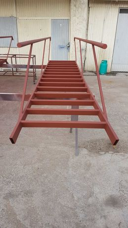 Escadas de obra em ferro