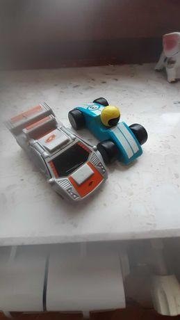 Dwa stare samochodziki