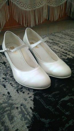 Buty ślubne Graf shoes rozmiar 39,5 czółenka perłowa biel