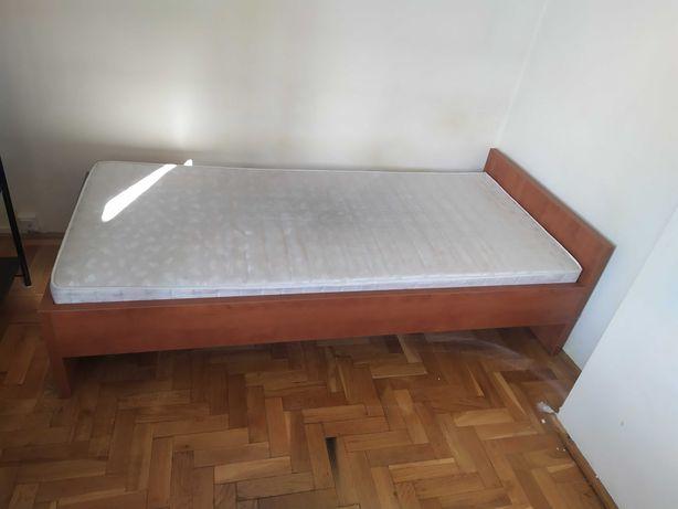 Sprzedam drewniane łóżko z materacem i kanapy