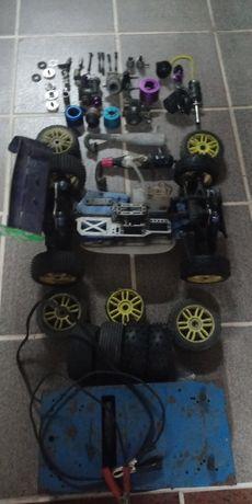 Carro rc as peças completo com peças suplentes escala 1/8 vendo tudo