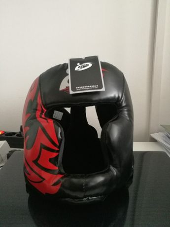 Шлем для бокса/единоборств.