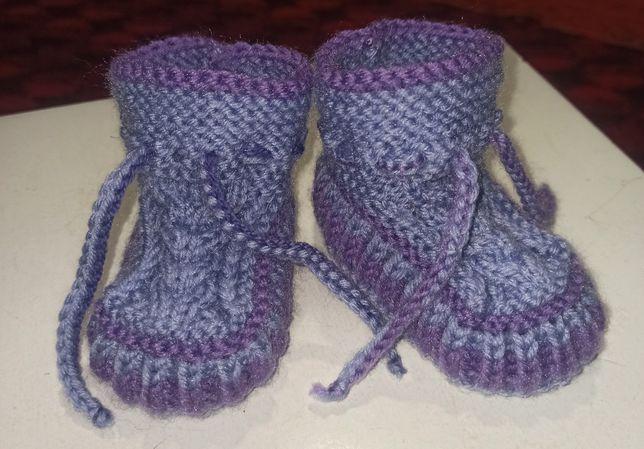 Вязаные носочки. Вязаные тапочки для детей и их родителей.