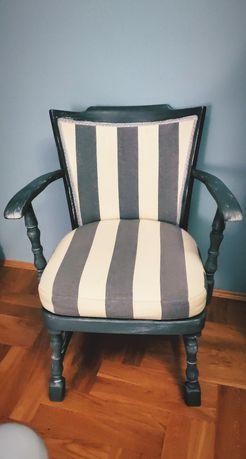Piekny fotel przecierany niebieski marynarski