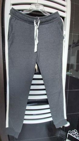 Nowe spodnie dresowe szare ciepłe z lampasem