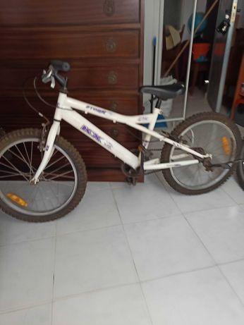 2 bicicletas de criança com pouco uso.