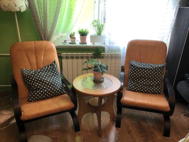 Zestaw: 2 fotele ze stlokiem kawowym, stan idealny