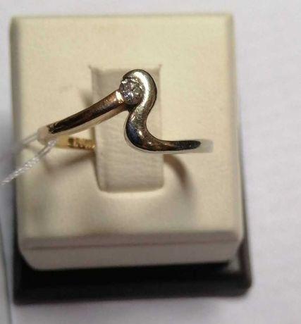 Продам стильное кольцо с бриллиантом из красного и белого золота 925