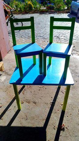 Mesa de criança com cadeiras