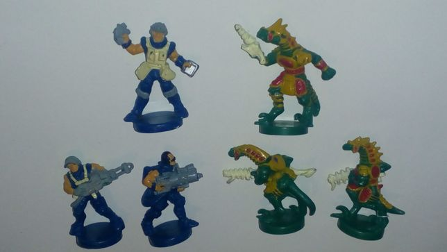 Солдатики люди и пришельцы-ящеры из настольной игры Impact