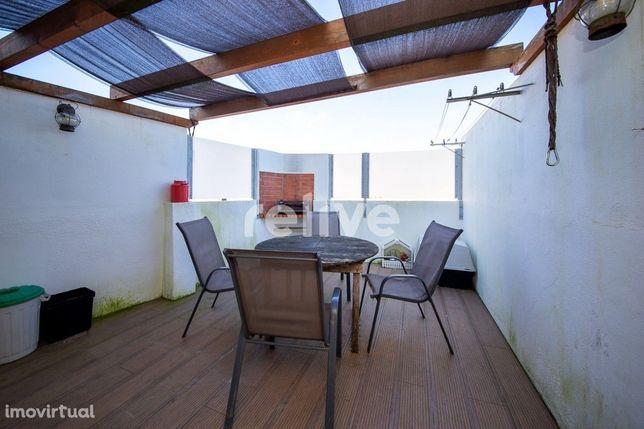 Apartamento T2 com terraço no bairro de Campo de Ourique