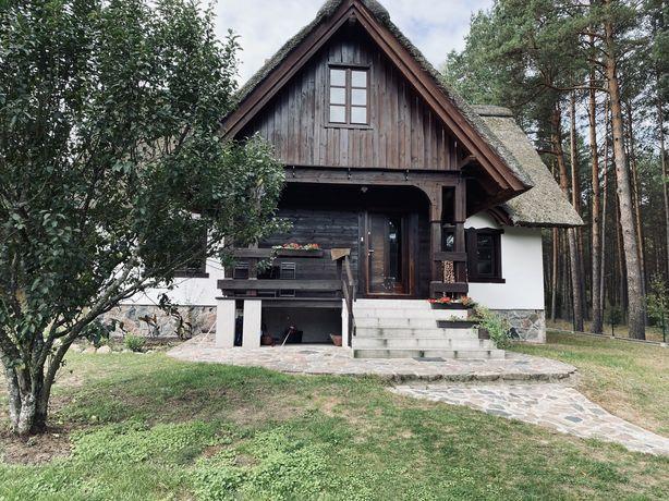 Dom z dachem ze strzechy