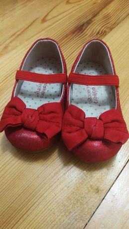 Святкові туфельки для дівчинки