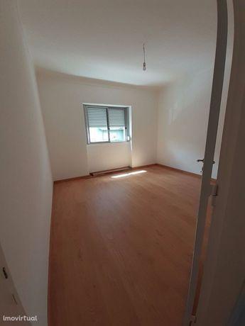 Arrenda-se apartamento T2 em Alvalade (perto dos bombeiros)