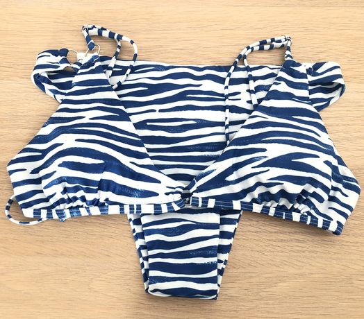 Bikini Shein azul e branco