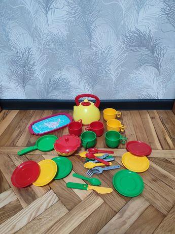 Продам хороший набор детской посуды , состояние хорошее ,теа фото видн