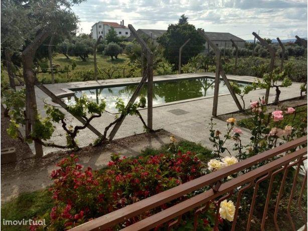 Quinta T4 com piscina