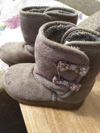 Продам ботиночки угги для девочки