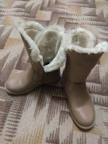 Продам подростковые зимние кожаные сапожки на девочку.
