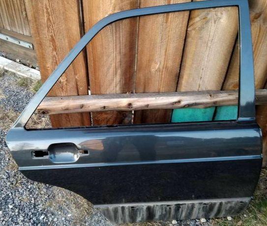 Mercedes 190 drzwi l prawy tył czarne