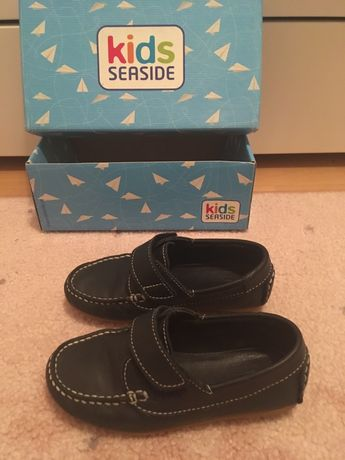 Sapatos Seaside NOVOS de menino número 27
