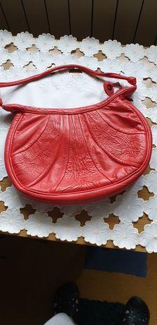 Czerwona torebka skóra