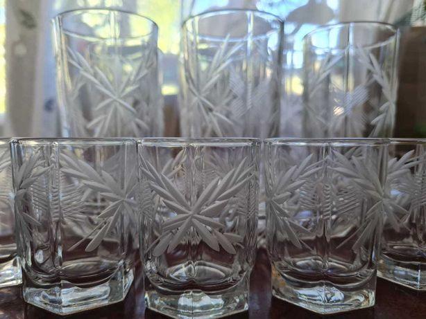 набор стаканов с рюмками