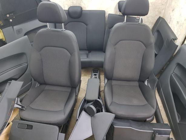 Środek Audi A1 !!