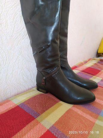 Продам кожаные сапоги женские