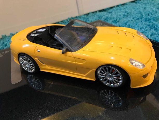 #15 Машинка желтая Ferrari или Porsche, поворачиваются колеса