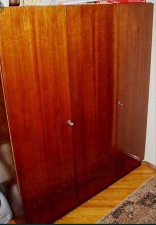 Шкаф трехстворчатый советкий  в хорошем состоянии