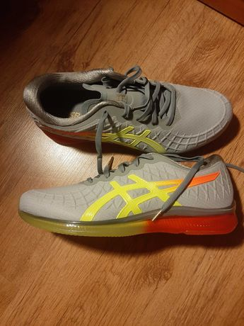 Nowe buty firmy Asics.