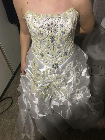 Шикарное свадебное платье с кристаллами Swarovski