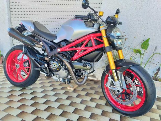 Ducati Monster 1100S 2009...Full Extras