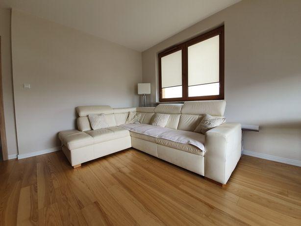 Biała kanapa typu narożnik