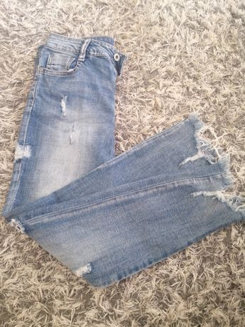 Spodnie jeansy poszarpane