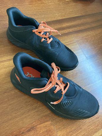 Adidas; sapatilhas com cordões/atacadores elásticos