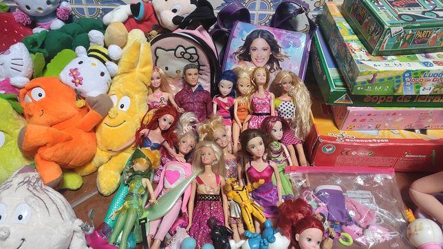Lote de brinquedos de crianças/livros (Disney, etc)