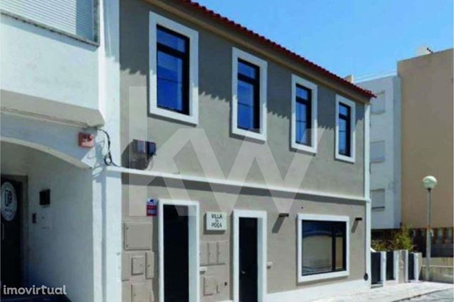 Prédio com 5 apartamentos localizado na praia no Estoril.