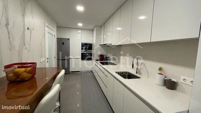Apartamento T3 Póvoa de Varzim 2ª Linha Mar