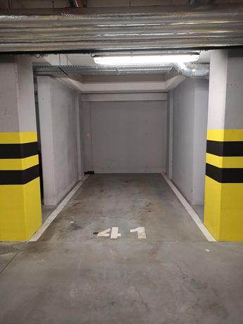 Sprzedam miejsce postojowe w garażu ul. Kiełczowska 18-22 we Wrocławiu