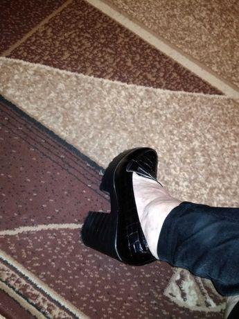 туфли женские  лаковые  ,состояеие отличное !