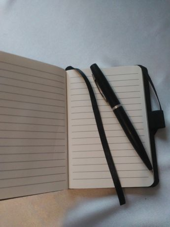 Блокнот з ручкою