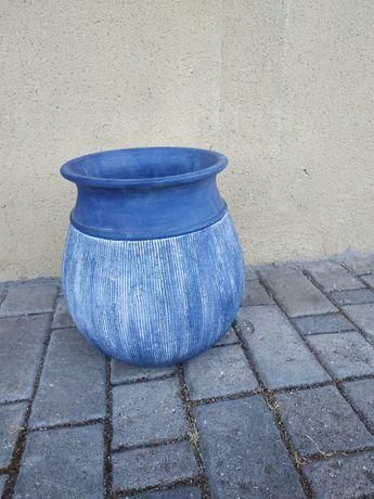 Vaso cerâmico decorativo usado azul e branco.